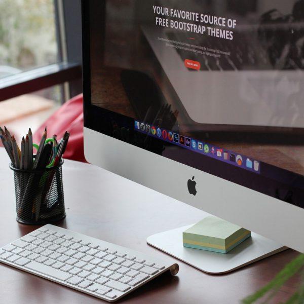 apple-mak-kompiuter-kompiuternyi-stol-displen-klaviatura-mak